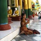 burmese-women-praying