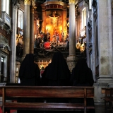 nuns-doing-there-prayer